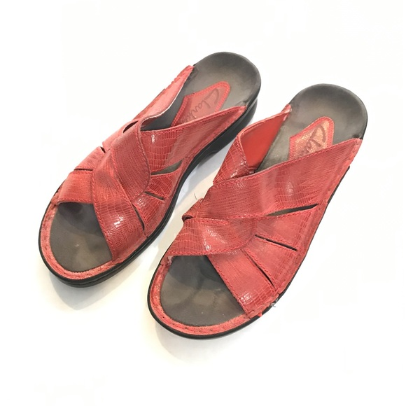 a17b4037f13 CLARKS leather red sandals slip ons slides Sz 7